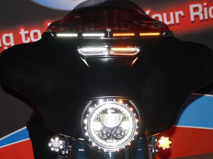 LED DRL Windshield Trim with Amber Turn, White Run & Smoke Lens – Black. Fits Touring 2014up.