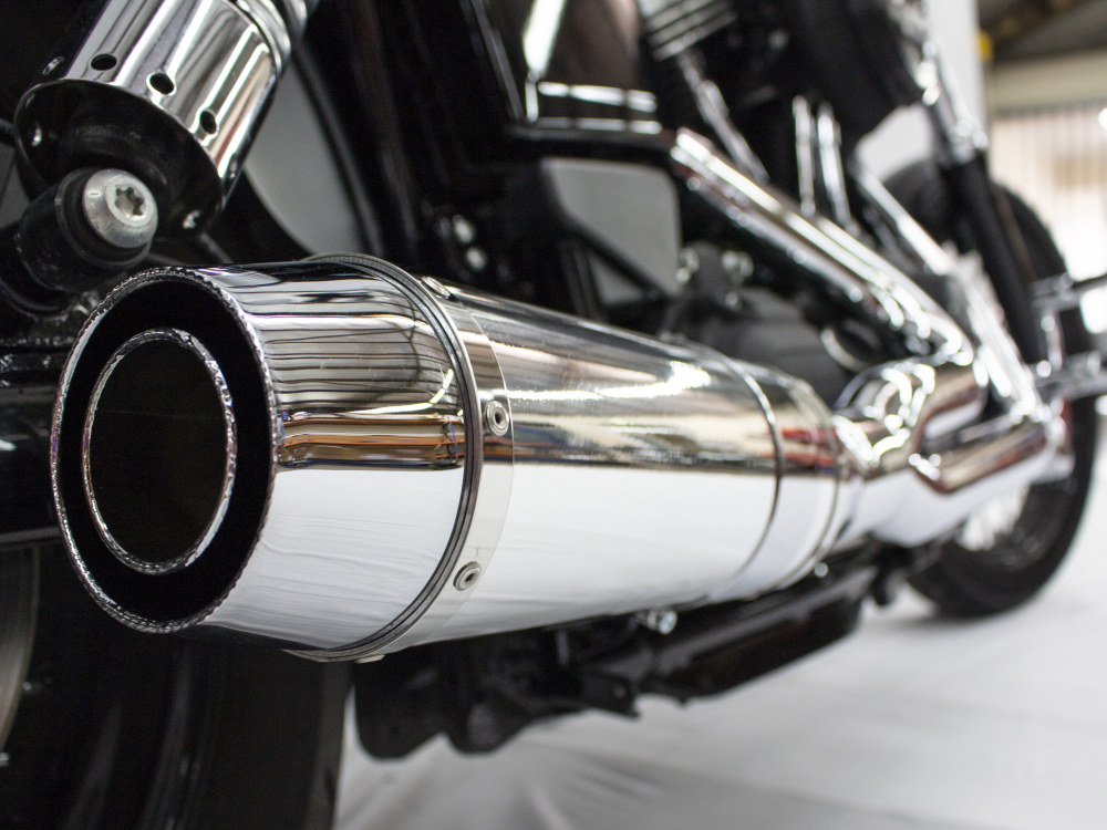 Bob Cat 2-into-1 Exhaust - Chrome with Aluminium Sleeve Muffler. Fits Dyna 2006-2017.