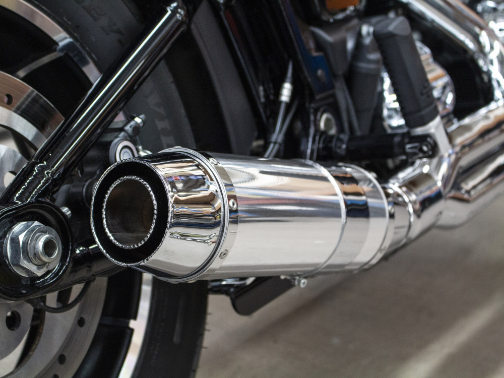 Bob Cat 2-into-1 Exhaust - Chrome with Aluminium Sleeve Muffler. Fits Softail 2018up.