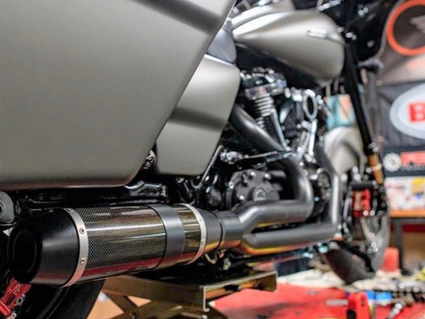 Bob Cat 2-into-1 Exhaust - Black with Carbon Fibre Sleeve Muffler. Fits Touring 2017up.