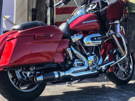 Bob Cat 2-into-1 Exhaust - Chrome with Black Satin Sleeve Muffler. Fits Touring 2017up.